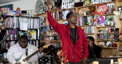 Tiny Desk Concert : Le concept live US' qui t'invites à partager un bon moment musical dans un bureau